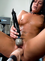 Fotzen Lecken, MILF gets machine fucked and cums like crazy all the HUGE cocks.