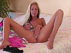 largest dildo, Suzanna fucks her cell phone