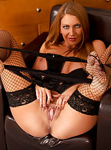 Gorgeous Anilos newcomer gives herself a body shaking orgasm