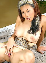 Asian Women angoon 01 bigtits forest